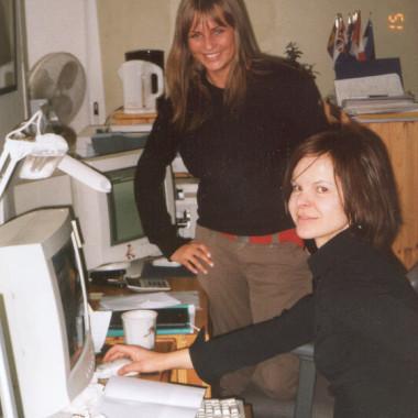 Projektijuhid Leen Kadakas ja Marion Pajumets jaanuaris 2003
